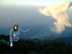 Erupción volcán Santiaguito.  Visto desde la cima del Volcán Santa María, Departamento de Quetzaltenango.