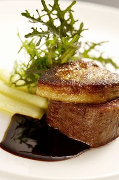 Viande 和牛フィレ肉とフォアグラのロッシーニ トリュフ風味