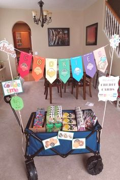Selling Girl Scout Cookies, Girl Scout Cookie Meme, Girl Scout Cookie Sales, Girl Scout Cookies Recipes, Brownie Girl Scouts, Scout Mom, Girl Scout Swap, Daisy Girl Scouts, Girl Scout Leader
