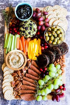 Epic Vegan Charcuterie Board – Emilie Eats Serve this epic Vegan Charcuterie Board at your next party as a fun appetizer! Loaded with veggie meats, dairy-free cheese, fruit and vegetables. Vegan Appetizers, Vegan Snacks, Tailgate Appetizers, Mini Appetizers, Wedding Appetizers, Vegan Lunches, Vegan Foods, Vegan Party Food, Vegan Dinner Party