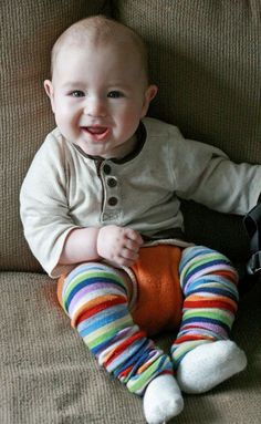 How to make your own baby leg warmers = Hobo Mama So doing this! Looks easy and fun!