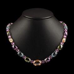 Multicolored stones necklace.