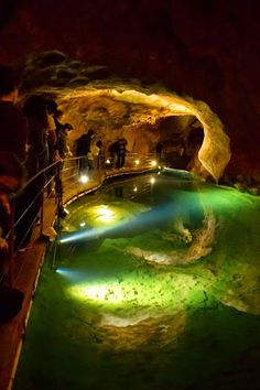 Underground Jenolan Caves in Blue Mountains, New South Wales Australia Sydney, Brisbane, Places To Travel, Places To See, Places Around The World, Around The Worlds, Jenolan Caves, Formations Rocheuses, Destinations