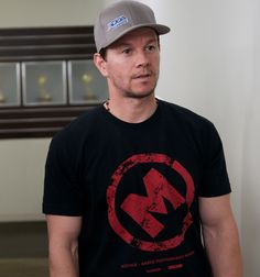 Mark Wahlberg in the Entourage Movie Mark Wahlberg, Donnie Wahlberg, Entourage Movie, Tan Hat, Mark Roberts, Funny Movies, Dream Guy, In Hollywood, Movie Stars