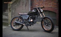Ta 125tka to motocykl na wysoki połysk dla prawdziwego perfekcjonisty. Inspirowany osobą aktora Waltera Matthau, musiał być wehikułem dla klasycznego gentlemana.