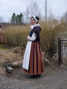 Keski-Suomen kansallispuku Folk Costume, Costumes, Scandinavian Art, Pagan, Finland, Beautiful Outfits, High Waisted Skirt, Vintage Outfits, Nostalgia