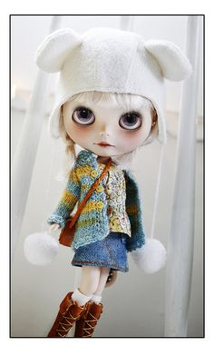 Beautiful Blythe, love her outfit.
