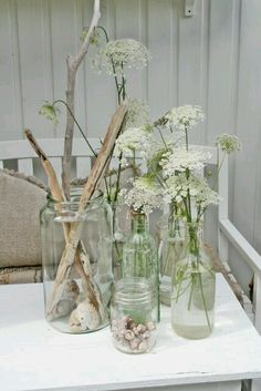 """Samlemani"" og et lite tilbakeblikk. Vibeke Design, Queen Annes Lace, Deco Floral, Bottles And Jars, Mason Jars, White Flowers, Lace Flowers, Indoor Plants, Flower Art"