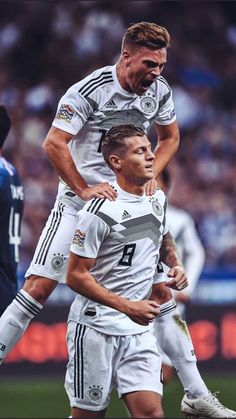 Bayern Munich Wallpapers, Germany National Football Team, German National Team, Dfb Team, Team Wallpaper, Fc Bayern Munich, Toni Kroos, Sports Celebrities, Soccer Boys