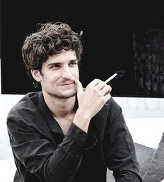 A Fine Frenchness Louis Garrel, Men Aint Shit, French New Wave, Gents Fashion, Dream Guy, Character Inspiration, The Dreamers, Actors & Actresses, Beautiful People
