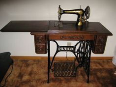 1907 Vintage Singer Treadle Sewing Machine.