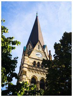 """""""Ja ich bin da""""- geschrieben rund um den Turm der Kreuzkirche. Warum? Darum! http://m.wn.de/Muenster/1945103-Heilig-Kreuz-wird-leuchten-Bischof-knipst-das-Licht-an"""