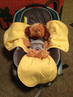 Car seat swaddle blanket (no bulk!) with template. (3 leaf clover design)