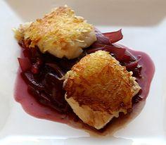 Heilbutt im Kartoffelmantel auf Rotweinzwiebeln | Foodfreak
