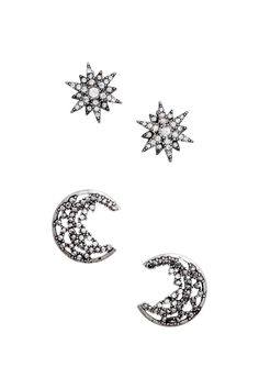 2 pairs of earrings: Metal earrings decorated with sparkly stones. One pair in the shape of stars and one in the shape of half-moons. Size from 2x2 cm to approx. 3x3 cm.