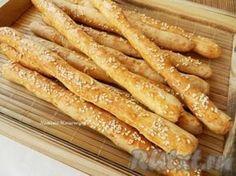 Сырные палочки с кунжутом, приготовленные по этому рецепту, получаются очень вкусными и хрустящими.