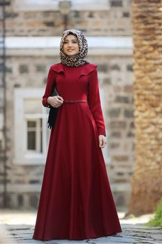 Simple plain flare abaya is one of the modest Muslim girl's fashions that can groom up their gorgeou Hijab Dress Party, Hijab Style Dress, Hijab Chic, Islamic Fashion, Muslim Fashion, Modest Fashion, Fashion Dresses, Simple Hijab, Modele Hijab