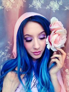 blue hair and lilac eyes <3