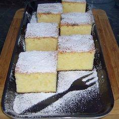 A világ legfinomabb túrós sütije, mire megiszod a kávéd, meg is sül! Sweet Desserts, No Bake Desserts, Sweet Recipes, Delicious Desserts, Yummy Food, Hungarian Desserts, Hungarian Recipes, Baking Recipes, Cake Recipes