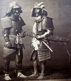 Two samurai. All that badass armor and they wear simple sandals. Japanese History, Asian History, Japanese Culture, Japanese Art, Samurai Weapons, Samurai Armor, Japanese Warrior, Japanese Sword, Katana