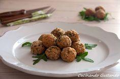 Le Polpette di pollo sono un secondo piatto molto appetitoso perfette come sfizioso finger food per l'aperitivo o per un antipasto particolare.