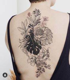 Back tattoo by anastasia martynova. Sexy Tattoos, Black Tattoos, Body Art Tattoos, Sleeve Tattoos, Tattoos For Women, Floral Back Tattoos, Flower Tattoos, Tropical Tattoo, Natur Tattoos