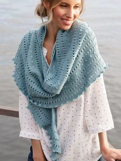 The crescent-shaped scarf is knitted with Novita Siro yarn starting at the neck. Knit Fashion, Handicraft, Knitting Patterns, Wool, Knits, Handmade, Cotton Linen, Crocheting, Summer