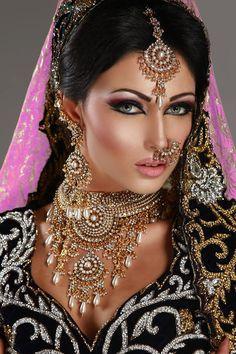 ღஐღ Beautiful women of the Eastღஐღ Indian Bridal Makeup, Asian Bridal, Moda Indiana, Bollywood, Beauty And Fashion, Braut Make-up, Exotic Beauties, Pakistani Bridal, Bride Makeup