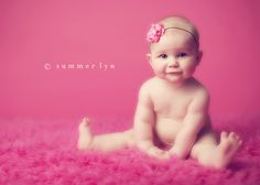 I usually don't enjoy naked baby photos, but this one is absolutely adorable. Love the flared toes!