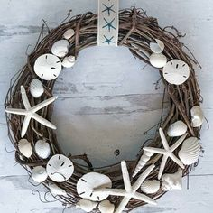 This easy DIY seashell wreath is made with seashore finds on a natural base. A shell wreath perfect to bring coastal charm to your home. Coastal Wreath, Coastal Christmas Decor, Seashell Wreath, Nautical Wreath, Coastal Decor, Seashell Crafts, Seashell Projects, Christmas Diy, Diy Wreath