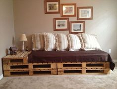If you can't afford expensive sofa's, then consider having a pallet sofa in your house. You can make a pallet sofa by yourself or purchase it for less cost. There are several benefits of pallet sofa. Diy Pallet Couch, Pallet Daybed, Diy Sofa, Pallet Twin Beds, Indoor Furniture Design, Sofa Furniture, Furniture Plans, Wooden Furniture, Furniture Projects