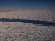 An imaginary river runs along the snowy ground? Or a landscape of clouds viewed from above? UN FIUME IMMAGINARIO CHE SCORRE SULLA TERRA INNEVATA O UN PAESAGGIO DI NUVOLE VISTO DALL'ALTO? #imaginarylandscape #landscape #landscapephotography #travel #travelphotography #documentaryphotography #skyporn #naturephotography #natureporn #nature_sultans #river #clouds #cloudphoto #nuvole #abstractart #abstractnature #travelgram #abstractphotography #snow #flight #beautiful_places #claudiocalosi…