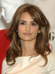 Penelope Cruz channeled old Hollywood glamour with her looks from the 2012 Oscars. Her locks were styled for sculpted, glossy waves which were pinned under at the nape.