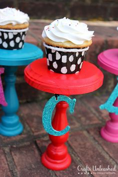 How to make personalized cupcake stands - www.CraftsUnleashed.com