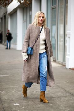 Laura Brown Fashion Week 2015 - Jean with suede boots, chunky sweater and coat