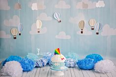 Session One Years. Baby Boy. Session Smash The Cake. First Birthday Cake Smash Session  Festa Infantil Mundo Bita www.lucianathomaz.com/blog