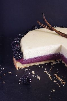 For the Foodista Challenge # 11 on the theme of vanilla I chose a blackberry and vanilla pie with a white chocolate mousse ultra greedy. No Cook Desserts, Summer Desserts, Just Desserts, Delicious Desserts, Yummy Food, Sweet Recipes, Cake Recipes, Dessert Recipes, Dessert Aux Fruits