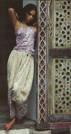 maroc style looks like indian spirit Moroccan Style, India Beauty, Mode Inspiration, Mode Style, Indian Dresses, Look Fashion, Boho Chic, Gypsy, Beautiful People