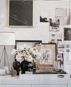 Decor by Thomas O'Brien. I like the way he does modern/traditional. I think this is his apt. in Manhattan. Biddy Craft