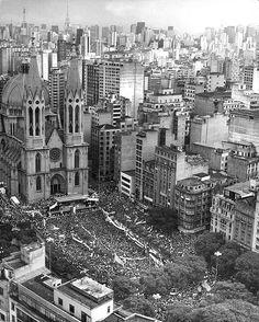 Manifestação na Praça da Sé em 1984
