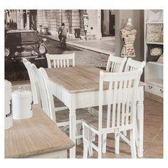 Białe krzesło w stylu prowansalskim z serii Palida marki Aluro, posiada brązowe siedzisko z przetarciami. Doskonale pasuje do stołu z tej samej kolekcji.