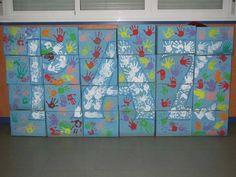 Decoracion Dia de la paz con cajas de cartón