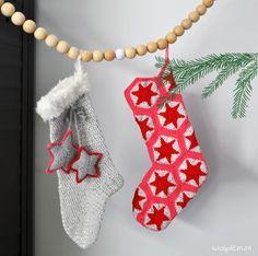 Een bijzondere kerstsok haken? Wij hebben twee gave kerstsokken ontworpen. Stijlvol, met glitters en pailletten! De gratis patronen vind je op onze blog!