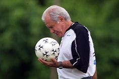 Como técnico, Evaristo dirigiu importantes  agremiações, como o Flamengo, Vasco da Gama, Bahia, Grêmio, Corinthians, Santa Cruz, Vitória, Atlético Paranaense e Cruzeiro, tendo encerrado a carreira no ano de 2007.