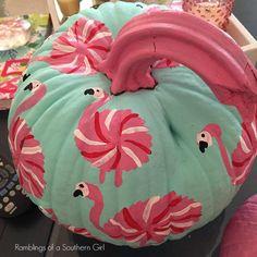 Halloween Flamingo Pumpkin with easy tutorial. Flamingo Craft, Flamingo Decor, Pink Flamingos, Halloween Pumpkins, Halloween Crafts, Halloween Decorations, Halloween Ideas, Halloween Makeup, Halloween Costumes