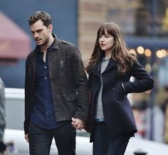 Christian and Ana walking on the sidewalk in Seattle. Tomorrow FS will be filming with several cast for the Pub scene. Stay tuned for updates On set photo by everythingjdcom twitter ****************************************************** #fiftyshades #fiftyshadesmovie #fiftyshadesdarker #fiftyshadestrilogy #JamieDornan #christiangrey #mrgrey #DakotaJohnson #AnastasiaSteele