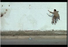 Faouzi Bensaïdi, Le mur, 2000 Short film, color, sound, 10' Produced by Gloria Films Production, Agora Films, France 2, Canal + Horizons, Centre National de la Cinématographie. Courtesy of the filmmaker
