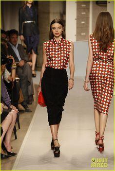miranda kerr loewe fashion show 012585982