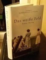 Buchvogel: Das weiße Feld von Lenka Horňáková-Civade. #familiensaga #belletristik #