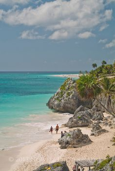 Mexico, Riviera Maya, Beach at Mayan Ruins at Tulum over looking the beach on Carribean Sea.